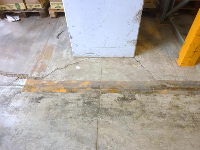 Fessure da spigoli di pilastro per insufficiente isolamento perimetrale e mancato    inserimento di  barre a 45° negli spigoli
